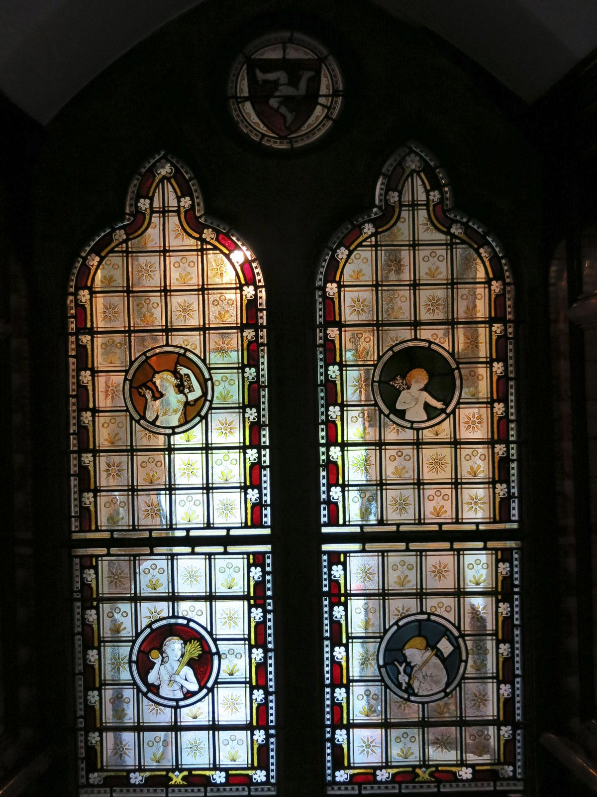 Tromode House, Stained glass window with daisy pattern