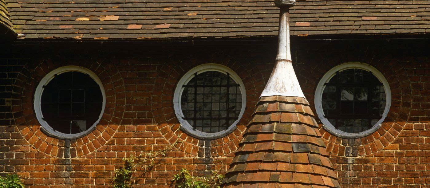 William Morris, round Red House windows