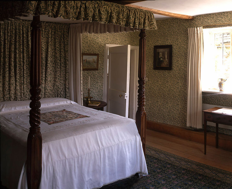 Jane Morris, Willow bedroom at Kelmscott Manor.  The Willow pattern was inspired by the willows that graced the banks of the river near Morris's favored fishing spots near Kelmscott in the Cotswolds.