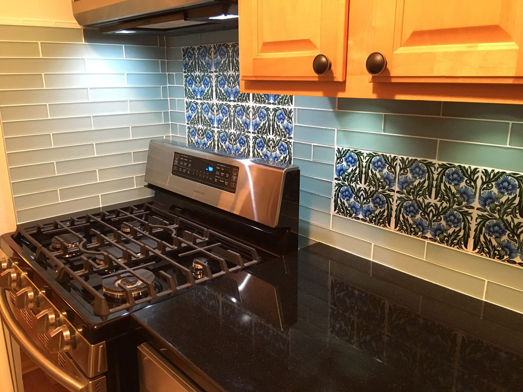 William De Morgan floral backsplash in carnation pattern